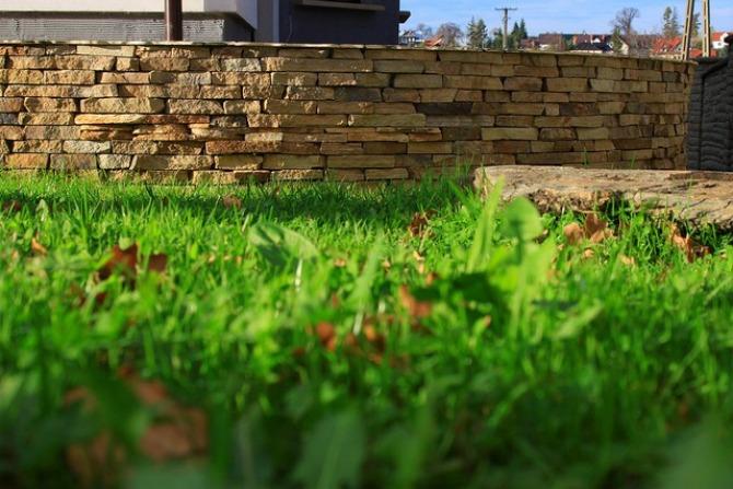 Murki ogrodowe z kamienia