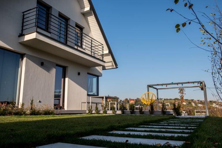 Zakładanie ogrodu samodzielnie - czy to się opłaca?